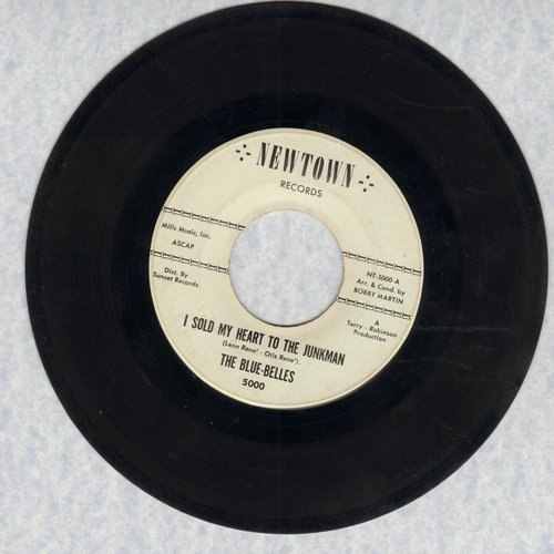 Blue Belles - I Sold My Heart To The Junkman/Itty Bitty Twist - VG7/ - 45 rpm Records