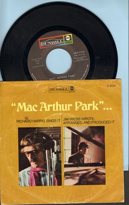 Harris, Richard - Mac Arthur Park (unedited 7:20 minute version!)/Didn't We (with picture sleeve, song lyrics on back of picture sleeve) - EX8/EX8 - 45 rpm Records
