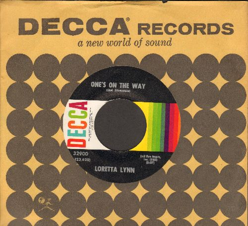 Lynn, Loretta - One's On The Way/Kinfolks Holler (with Decca company sleeve) - EX8/ - 45 rpm Records