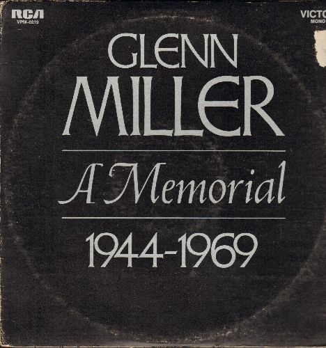 Miller, Glenn - Glenn Miller - A Memorial 1944-1969: Moonlight Sernade, In The Mood, Perfidia, At Last, American Patrol, A String Of Pearls (2 vinyl MONO LP records, gate-fold cover) - NM9/VG6 - LP Records
