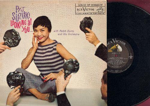 Suzuki, Pat - Looking At You: Small World, My Funny Valentine, Cheek To Cheek, Easy Living (vinyl MONO LP record, DJ advance pressing) - NM9/EX8 - LP Records