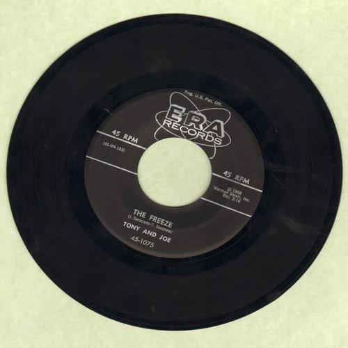 Tony & Joe - The Freeze/Gonna Get A Little Kissin' Tonight - VG7/ - 45 rpm Records