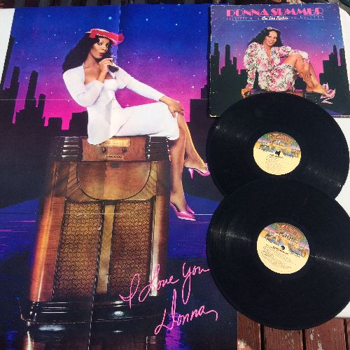 Summer, Donna - On The Radio - Greatest Hits: Love To Love You Baby, Last dance, Mac Arthur Park, Hot Stuff, Bad Girls, I Feel Love (2 vinyl STEREO LP record set with RARE BONUS Giant Poster!) - NM9/VG7 - LP Records