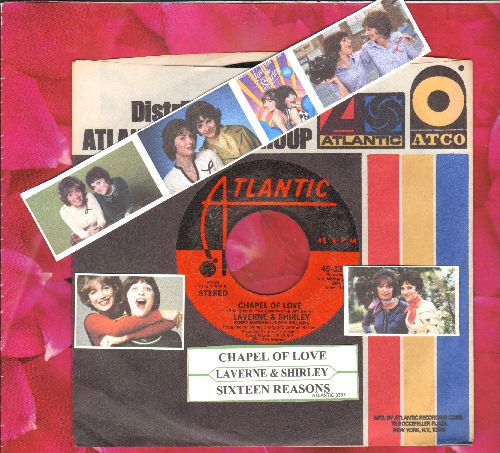 LaVerne & Shirley (Penny Marshall & Cindy Williams) - Sixteen Reasons/Chapel Of Love (with company sleeve and juke box label) - NM9/ - 45 rpm Records