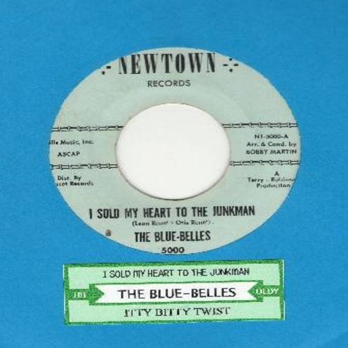 Blue Belles - I Sold My Heart To The Junkman/Itty Bitty Twist (with juke box label) - NM9/ - 45 rpm Records