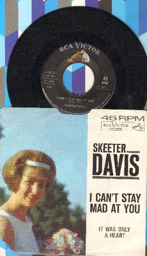 Davis, Skeeter - I Can't Stay Mad At You (FANTASTIC 60's Girl-Sound!)/It Was Only A Heart (with picture sleeve, lower left corner of sleeve torn) - EX8/EX8 - 45 rpm Records