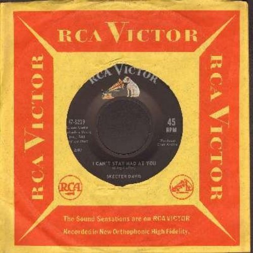 Davis, Skeeter - I Can't Stay Mad At You (FANTASTIC 60's Girl-Sound!)/It Was Only A Heart (with RCA company sleeve) - VG7/ - 45 rpm Records