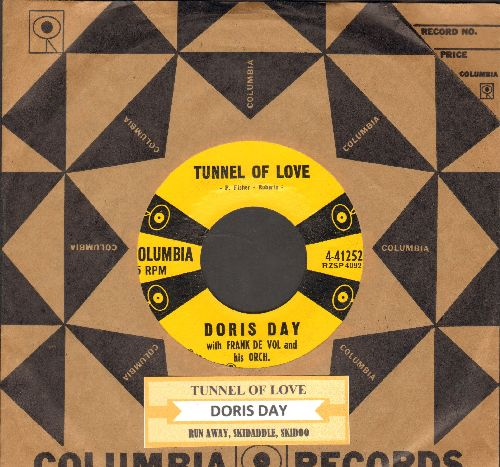 Day, Doris - Tunnel Of Love/Run Away, Skidaddle, Skidoo (NICE condition with vintage Columbia company sleeve and juke box label) - NM9/ - 45 rpm Records
