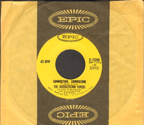 Doodletown Pipers - Summertime, Summertime/A Summer Song (with Epic company sleeve) - VG7/ - 45 rpm Records