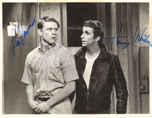 Howard, Ron, Henry Winkler - Autographed 8 X 10 Headshot of Ron Howard and Henry Winkler in a pose from TV's -Happy Days- - EX8/ - Autographs