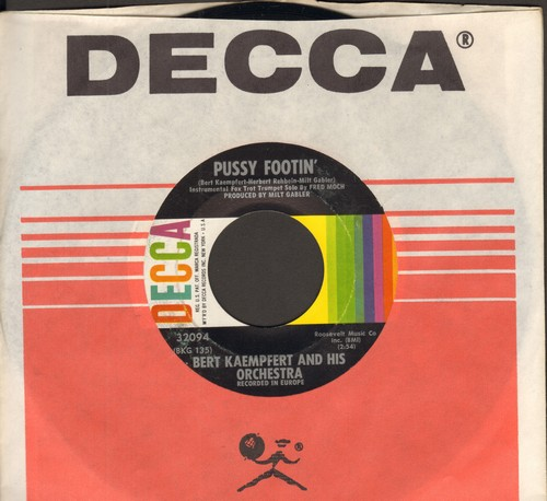 Kaempfert, Bert & His Orchestra - Pussy Footin'/Hold Me (with Decca company sleeve) - NM9/ - 45 rpm Records