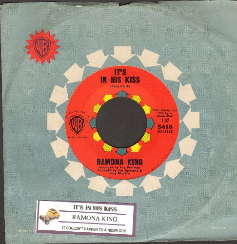 King, Ramona - It's In His Kiss/It Couldn't Happen To A Nicer Guy (with Warner Brothers company sleeve with juke box label) - NM9/ - 45 rpm Records