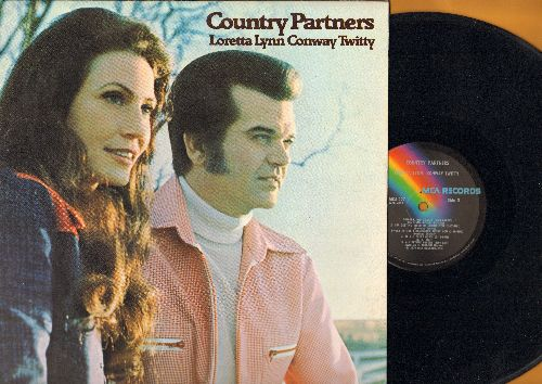 Lynn, Loretta & Conway Twitty - Country Partners: As Soon As I Hang Up The Phone, Don't Mess Up A Good Thing, Two Lonely People, Country Bumpkin (Vinyl LP record) - NM9/NM9 - LP Records