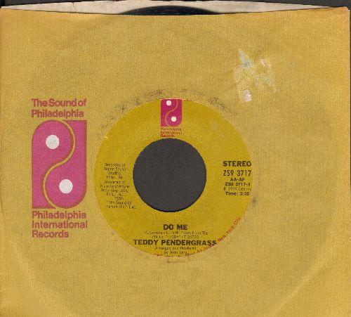 Pendergrass, Teddy - Do Me/Come Go With Me (with Philadelphi International company sleeve) - VG7/ - 45 rpm Records
