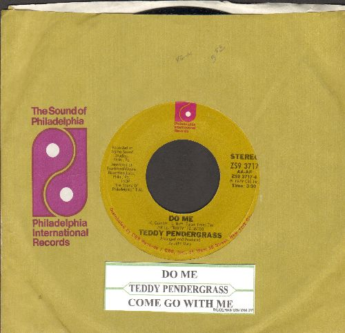 Pendergrass, Teddy - Do Me/Come Go With Me (with Philadelphi International company sleeve and juke box label) - NM9/ - 45 rpm Records