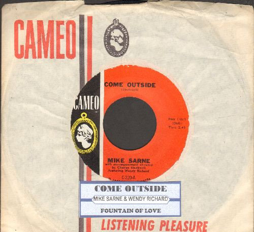 Sarne, Mike & Wendy Richard - Come Outside (duet with 18 year old Wendy Richard, star of UK Series -Are You Being Served- and -East Enders-)/Fountain Of Love (with RARE vintage Cameo company sleeve and juke box label) - NM9/ - 45 rpm Records