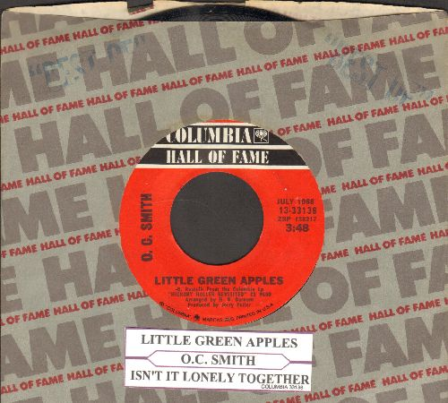 Smith, O. C. - Little Green Apples/Isn't It Lonely Together (re-issue with juke box label and Columbia company sleeve) - NM9/ - 45 rpm Records