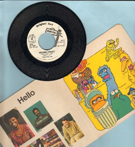 Sesame Street - Sesame Street Book & Record featuring Original cast (45 rpm record with heavy gate-fold picture cover) - EX8/VG7 - 45 rpm Records