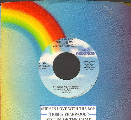 Yearwood, Trisha - She's In Love With The BoyVictim Of The Game (with juke box label MCA company sleeve) - NM9/ - 45 rpm Records